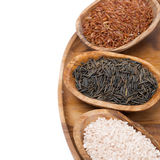 Tre generi di riso in ciotole di legno, isolati Immagine Stock Libera da Diritti
