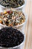 Tre generi di tè asciutto in vetri Fotografia Stock