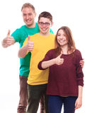Tre giovani amici che mostrano segno GIUSTO Fotografie Stock Libere da Diritti