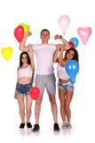 Tre giovani amici sul molo Fotografia Stock