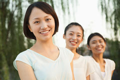 Tre giovani donne - ritratto fotografie stock