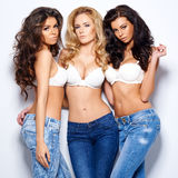 Tre giovani donne sexy splendide Immagini Stock