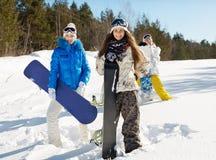 Tre giovani snowboarders Fotografia Stock