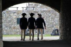 Tre giovani soldati che stanno insieme, Ticonderoga forte, 2014 Immagine Stock