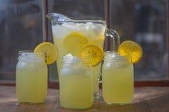 Tre glass krus av lemonad Fotografering för Bildbyråer