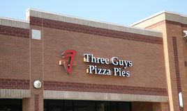 Tre grabbpizzapajer arkivfoton