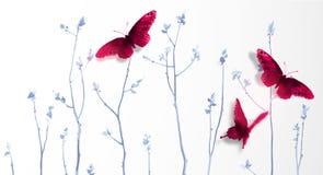 Tre grandi farfalle rosse e giovani alberi blu su fondo bianco Il sumi-e orientale tradizionale della pittura dell'inchiostro, u- illustrazione vettoriale