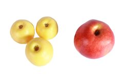 Tre gula och ett röda äpple Royaltyfria Foton