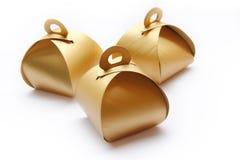 Tre guld- packeaskar Royaltyfri Foto