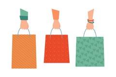 Tre händer och tre påsar shopping påsar som 1 fäster bland annat banashopping för sammansättning ihop vektor illustrationer