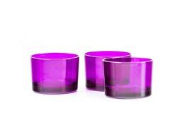 Tre hanno isolato le tazze viola di vetro Fotografia Stock