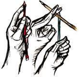 Tre hanno schizzato le mani che tengono la matita di colore, l'idea aspettante o la i Fotografia Stock Libera da Diritti