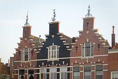 Tre historiska hus med den klev gaveln Royaltyfria Bilder