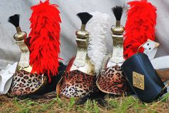 Tre hjälmar på Borodino slåss historisk reenactment i Ryssland Royaltyfria Bilder