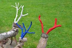 Tre hjortar som göras av trä med kulöra horn på kronhjort Royaltyfria Foton