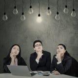 Tre imprenditori trovano la soluzione Fotografia Stock Libera da Diritti