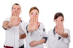 Tre infermieri rifiuta qualcosa Fotografia Stock