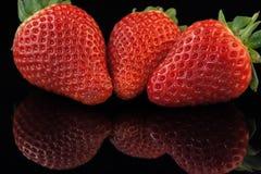 Tre jordgubbar arkivfoto