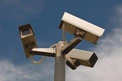 Tre kameror på stolpen Royaltyfri Fotografi
