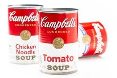 Tre kan tenn av Campbells soppa för märkestomat, feg nudelsoppa och kräm av champinjonsoppa royaltyfria bilder