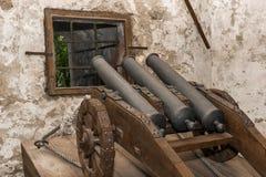 Tre kanoner i en arkivbilder