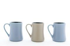 Tre keramiska kopp med handtaget Arkivfoton