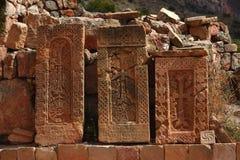 Tre khachkars i Armenien Arkivbilder
