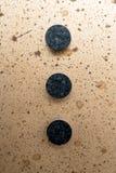 Tre knappar på panelen (mitten) Arkivfoton