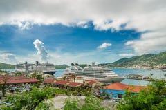 Tre kryssningskepp i porten av St Thomas, USA Jungfruöarna Royaltyfri Fotografi