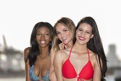 Tre kvinnor i hamn arkivfoton