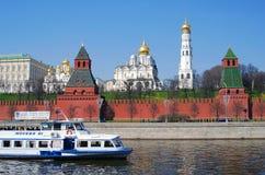 Tre kyrkor av MoskvaKreml Arkivfoto