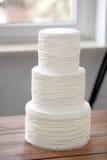 Tre lager av en naken tortekaka Royaltyfria Bilder