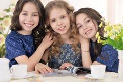Tre lilla gulliga flickor Royaltyfri Fotografi