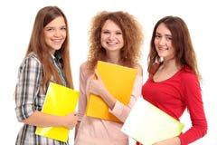 Tre lyckliga deltagare som står samman med gyckel Royaltyfria Foton