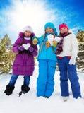 Tre lyckliga flickor på valentindag Royaltyfri Fotografi