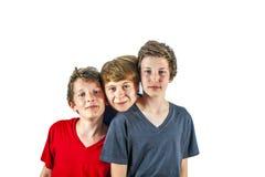 Tre lyckliga glade vänner fotografering för bildbyråer