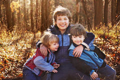 Tre lyckliga pojkar Arkivbilder