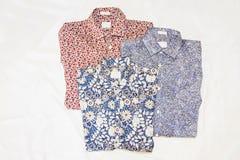 Tre mönstrade manskjortor arkivbilder