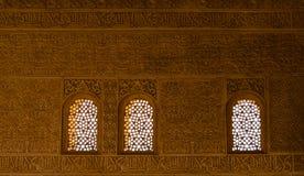 Tre magiska arabiska fönster i Alhambra arkivbilder