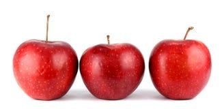 Tre mele rosse fresche isolate su bianco Immagine Stock Libera da Diritti