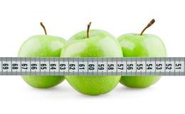 Tre mele verdi dietro il tester Fotografie Stock Libere da Diritti