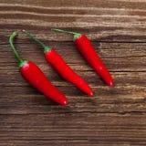 Tre merguez rosse su legno Fotografie Stock Libere da Diritti