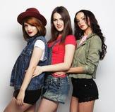 Tre migliori amici sexy alla moda delle ragazze dei pantaloni a vita bassa Immagini Stock Libere da Diritti