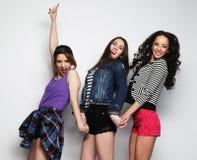 Tre migliori amici sexy alla moda delle ragazze dei pantaloni a vita bassa Fotografia Stock
