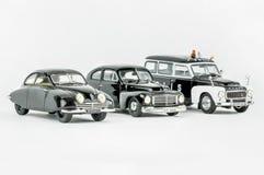 Tre miniatyrbilar för klassisk tappning, en polisbil, skalamodeller Arkivfoton