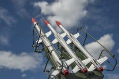 Tre missiler på installationen siktas uppåt arkivbild