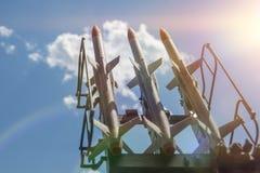 Tre missiler på installationen siktas uppåt massförstörelsevapen missilförsvar royaltyfri fotografi