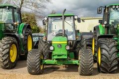 Tre moderna John Deere traktorer Royaltyfria Bilder