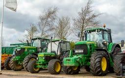 Tre moderna John Deere traktorer Royaltyfri Fotografi