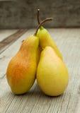 Tre mogna pears med klipp Royaltyfria Bilder